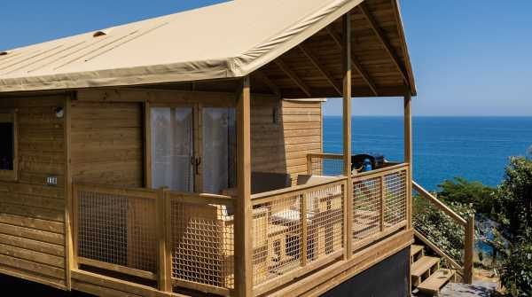 ECOLODGE  on  stilts  seaview  with  water  &  sanitary  (5/7  pers.)  model  2019